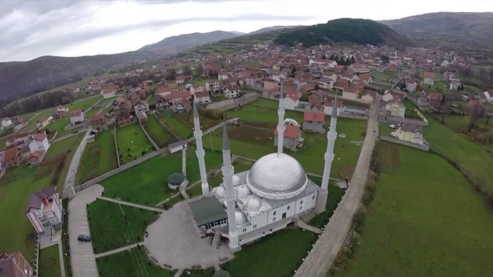 Banorët e Bresanës shitën pronat për ndërtimin e xhamisë (Video)