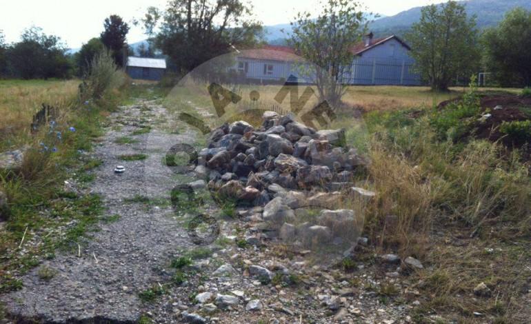 Banorët e fshatit Kosavë të shqetësuar për rrugët