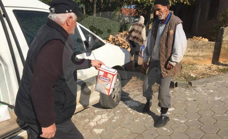 """Shoqata """"Jetimat"""" ndihmuan dy familje nga Dragashi (Foto)"""