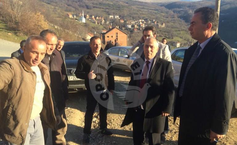 Ministri i Infrastrukturës, Lutfi Zharku shikoi nga afër rrugën e dëmtuar të Pllajnikut