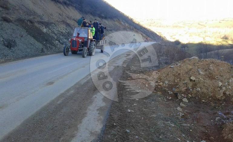 Rinia e fshatit pastrojnë rrugën Pllajnik – Kosavë (Video)