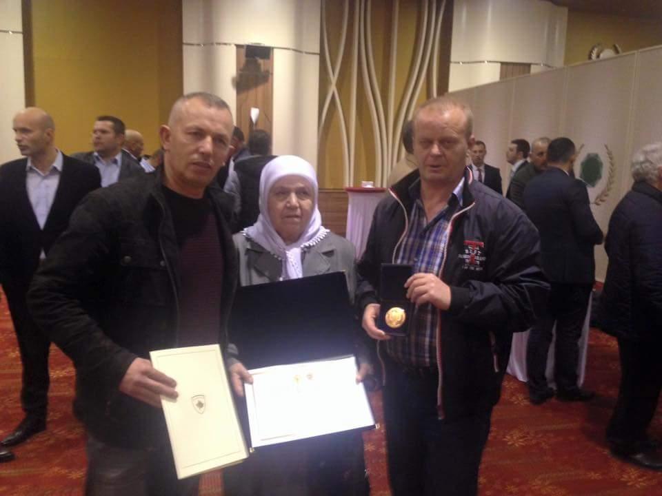 Dekoratë shtetërore për familjarët e dëshmorit,  Alajdin Xhezairi