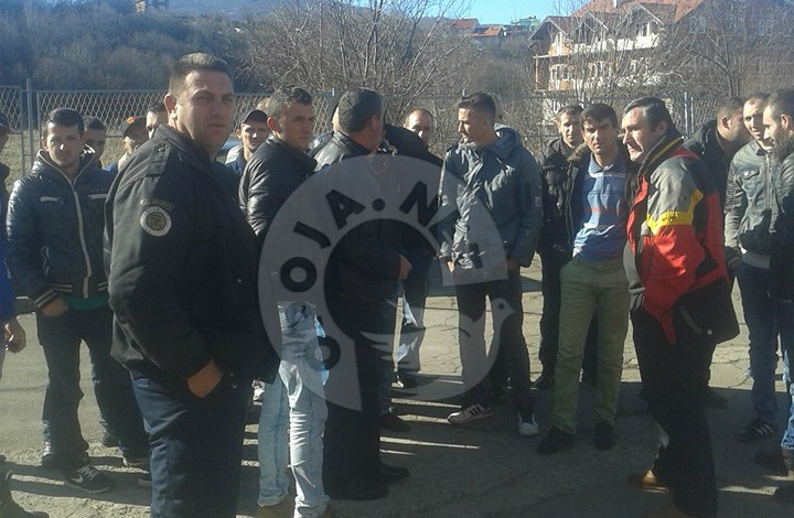 """Protestojnë punëtorët e ndërmarrjes """"Rematex"""" në Dragash, ankohen për mospagesë disa mujore"""