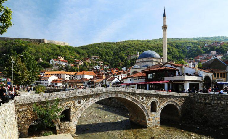 28 familje në nevojë në Prizren e Dragash bëhen me shtëpi për festën e 28 Nëntorit