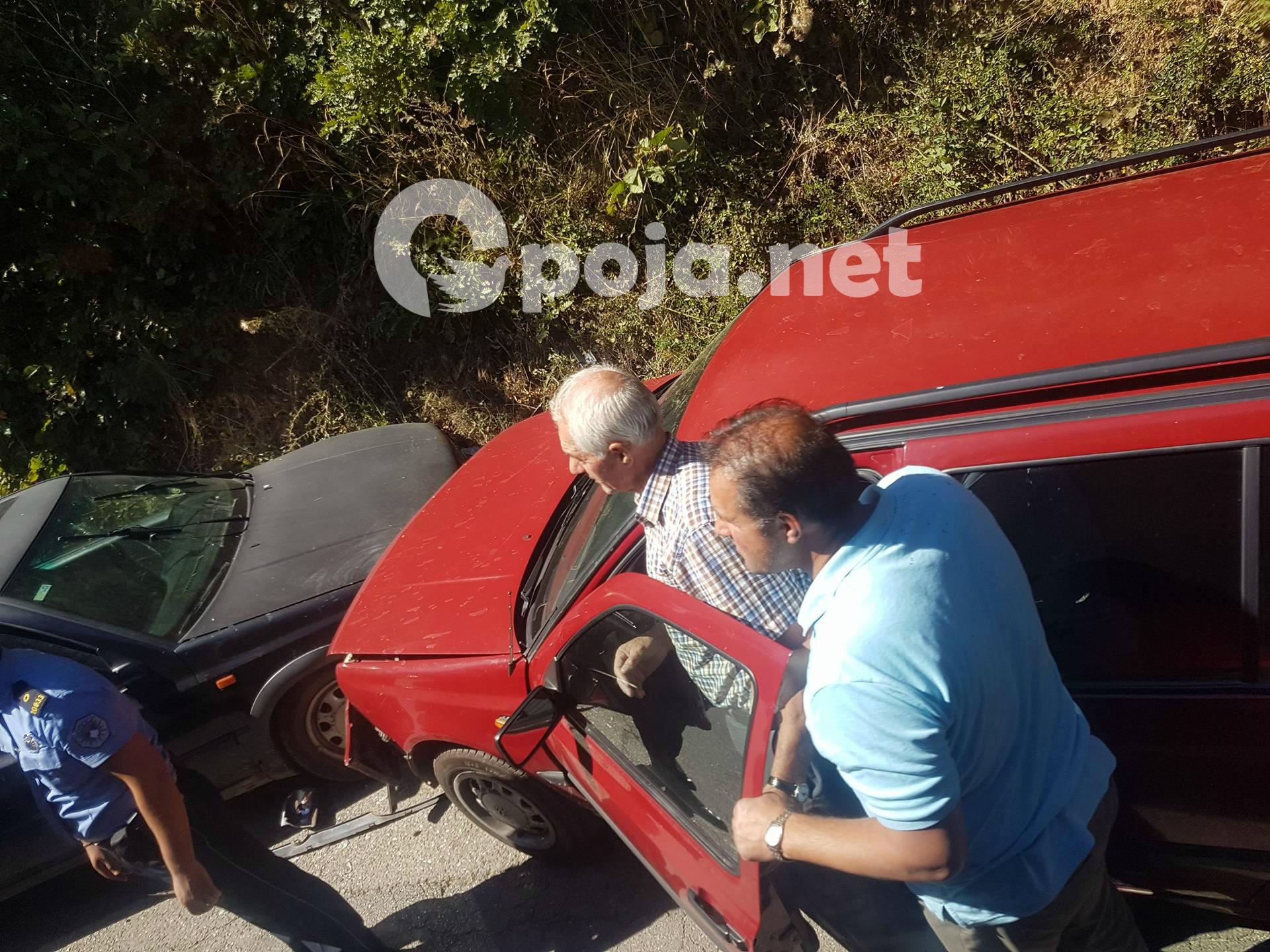 Aksidentohen dy vetura në rrugën kryesore në fshatin Qollopek (Foto)