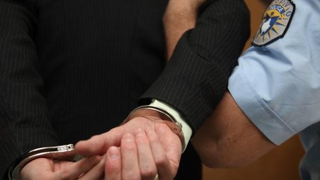 Dy të arrestuar për kontrabandë me armë në Vërmicë