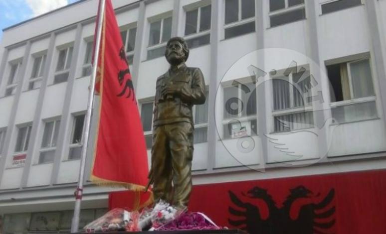 Në Dragash përurohet shtatorja e Adem Jasharit