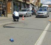 Shkelet në trotuar një këmbësor në Prizren
