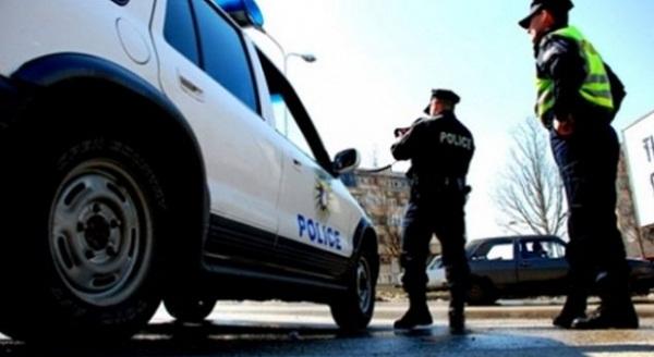 Policia iu shpëton jetën dy banorëve në Zhur