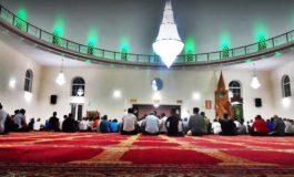 Dispozita e atij që flet kur imami ligjëron në hutbe !