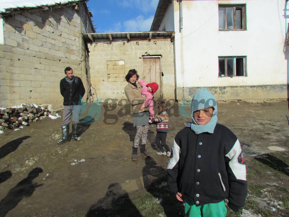 Familja shtatë anëtarëshe Gërdellaj nga Rrenci i Dragashit në rrezik nga të ftohtit dhe myku
