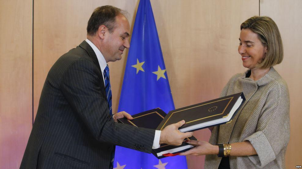 Kosovës i hapet edhe një derë në BE