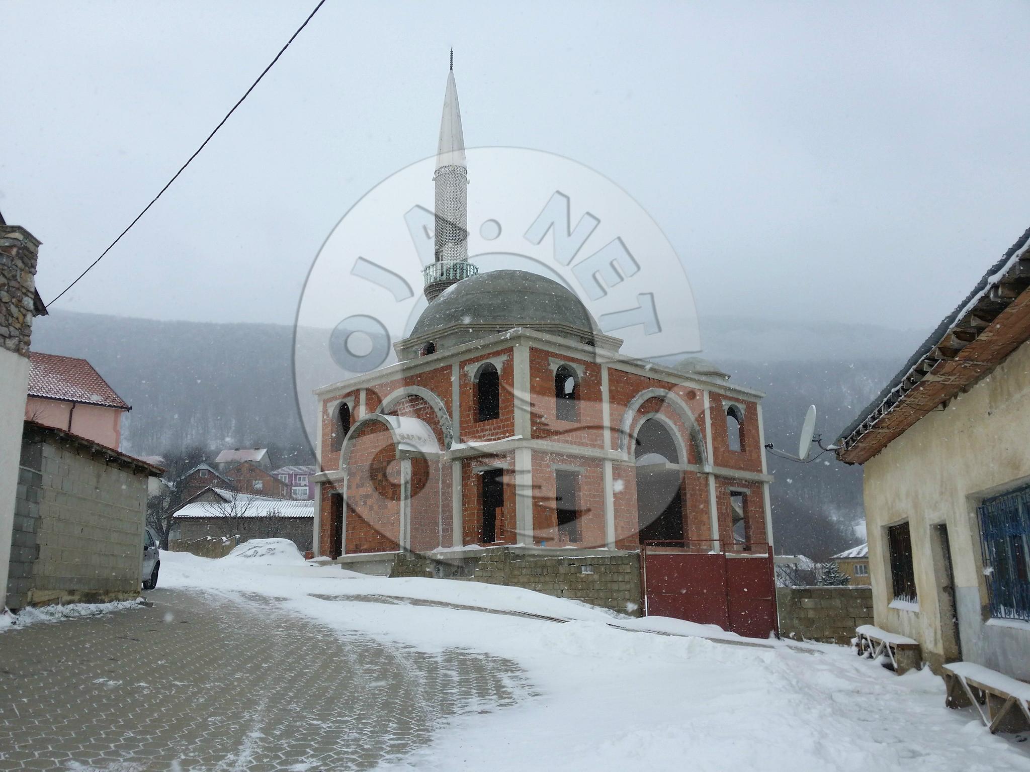 Përfunduan punimet e vrazhda në xhaminë e fshatit Buqë në Dragash