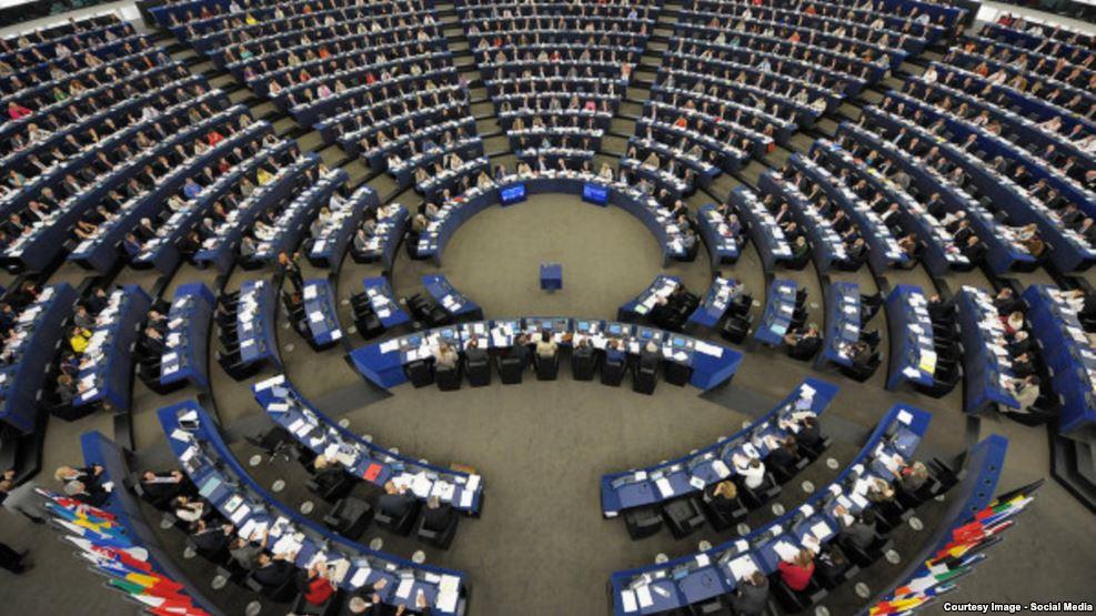 Parlamenti Evropian miraton mekanizmat për vizat – Kosova të përmbushë kushtet