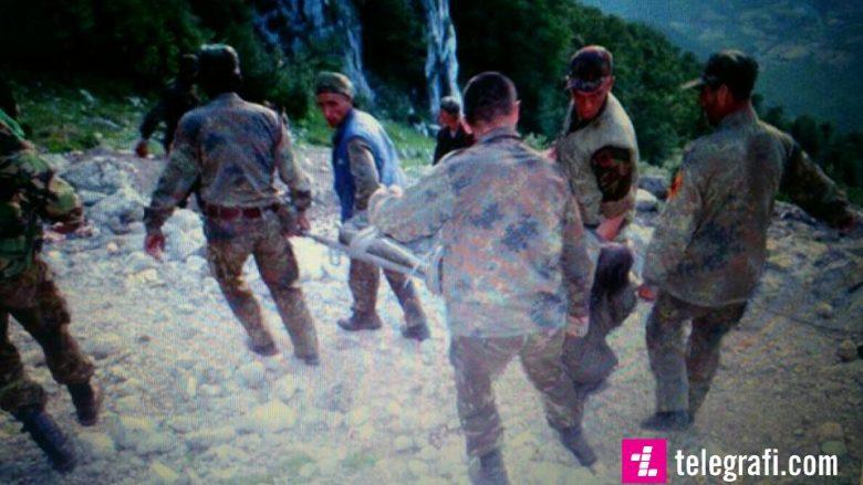 Bashkëluftëtari kujton momentet kur e takoi ushtarin e UÇK-së, të plagosur: Kur e pash, më rrodhën lotët, e lash për të vdekur!