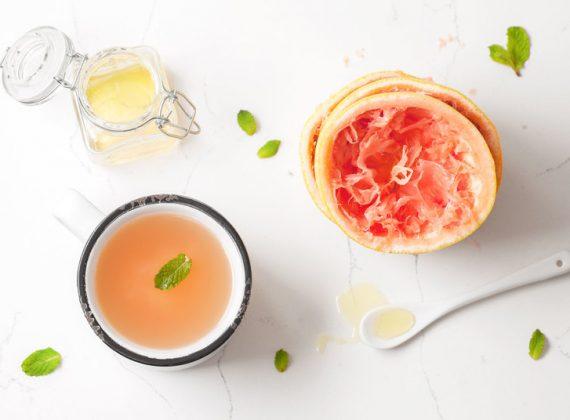 Çaj me grejpfrut, ment dhe mjaltë