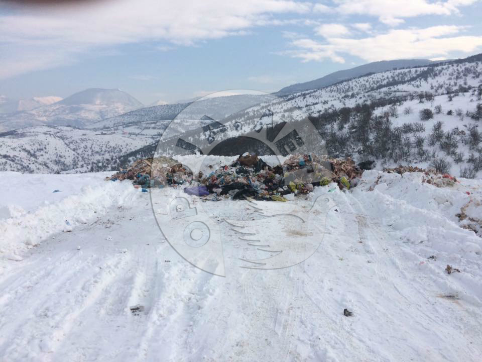 Përsëri hudhen mbeturina organike në deponinë e Zhurit (Foto)