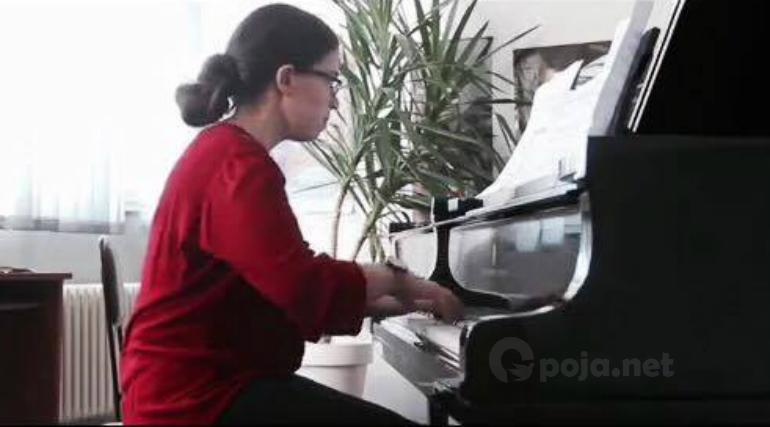 Erita Qafleshi vjen me videon e parë me piano (Video)
