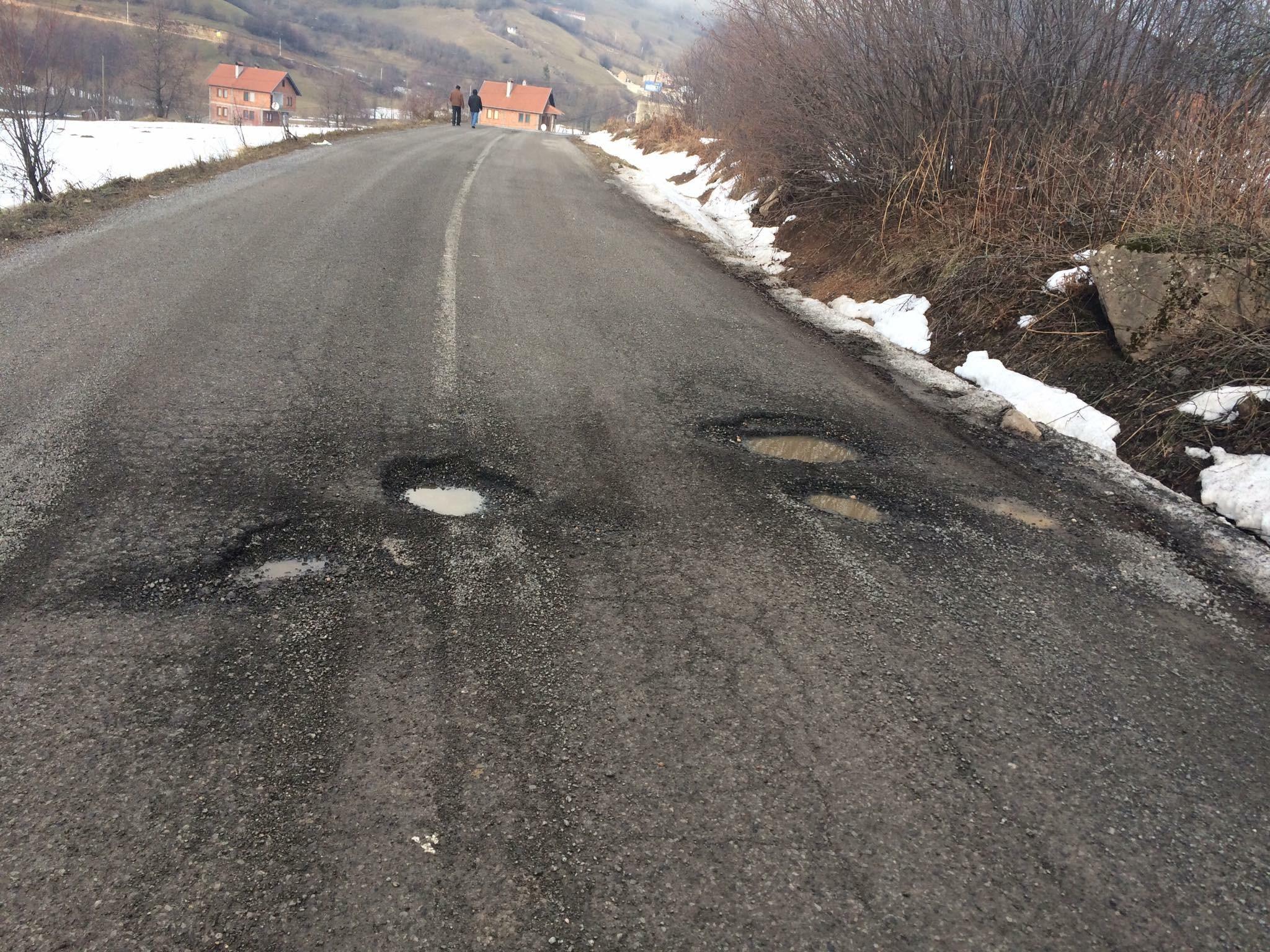 Kjo është gjendja e rrugës në fshatin Zaplluxhe (Foto)
