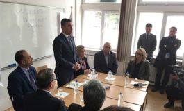 """Kadri Veseli vizitoi Universitetin """"Ukshin Hoti"""" në Prizren"""