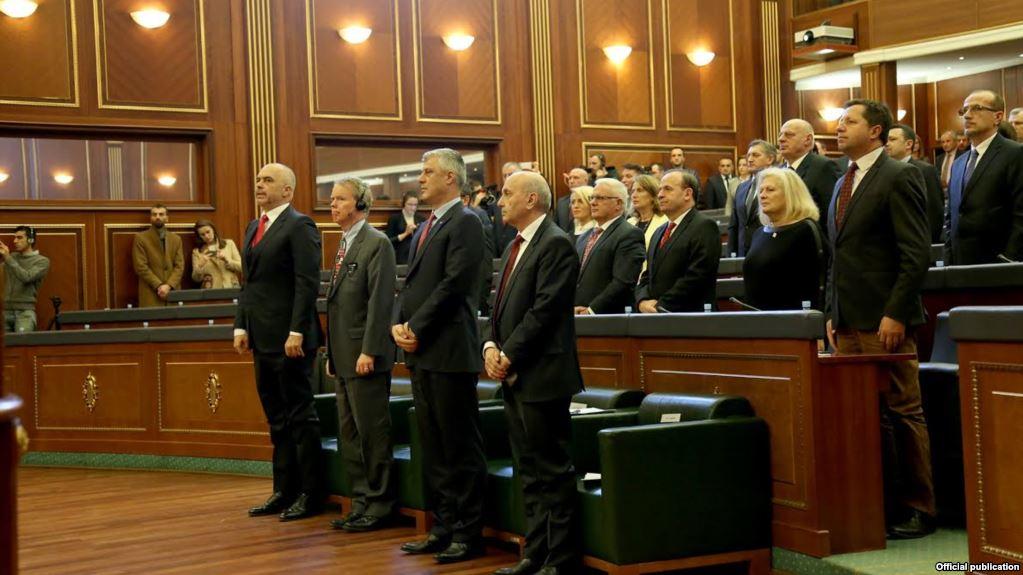 As seanca solemne për pavarësinë, nuk i bashkoi pushtetin dhe opozitën