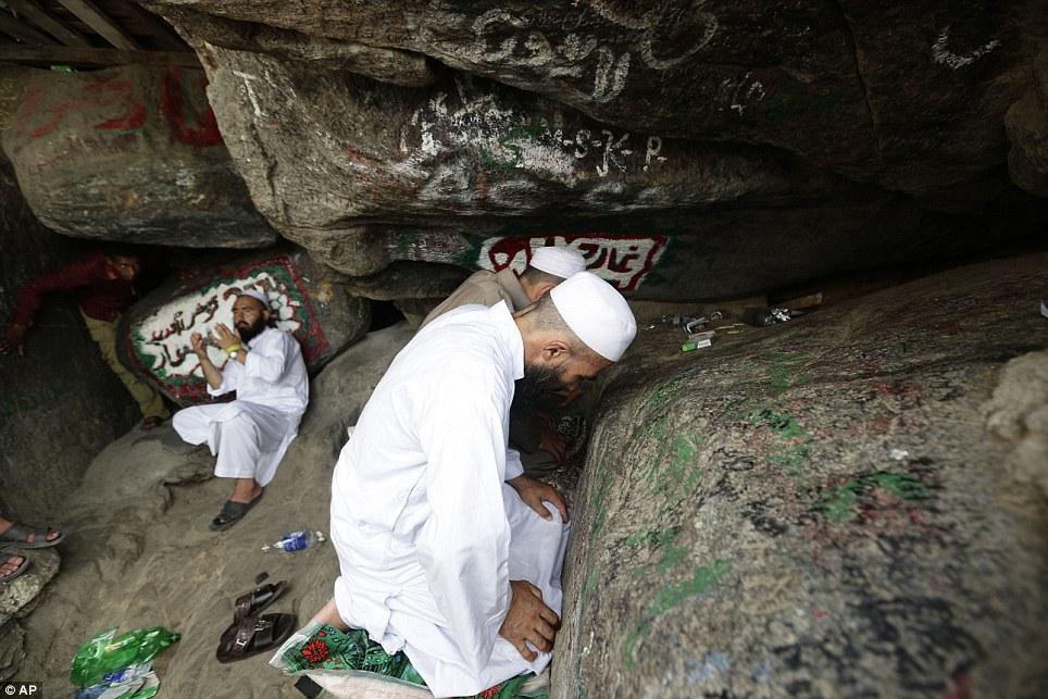 Shpella e Theurit dhe enigma e të qenit bashkë me Zotin