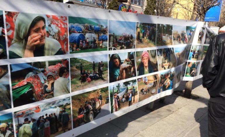 Fotografi nga tmerret e luftës shpalosen në Prishtinë