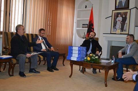 Ministri Shala i pret në takim zyrtarët e Iniciativës për rindërtimin e Xhamisë në Kalanë e Prizrenit