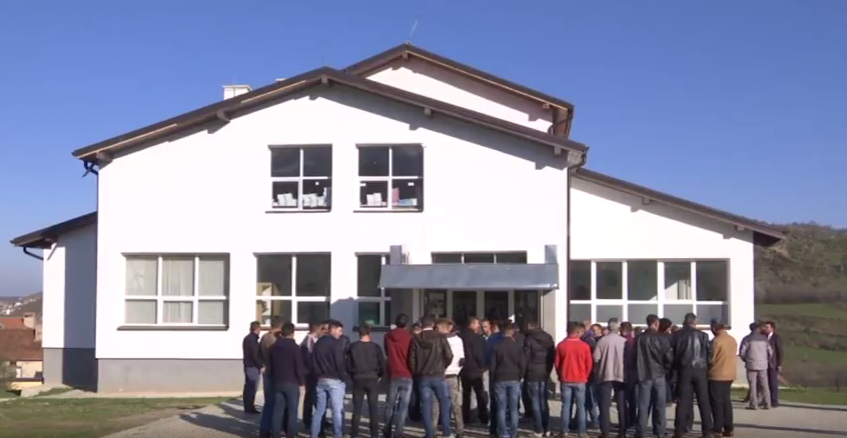 Në Blaç protestohet për mirëmbajtësin e shkollës (Video)