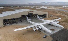 Prezantohet aeroplani më i madh në botë (Foto)