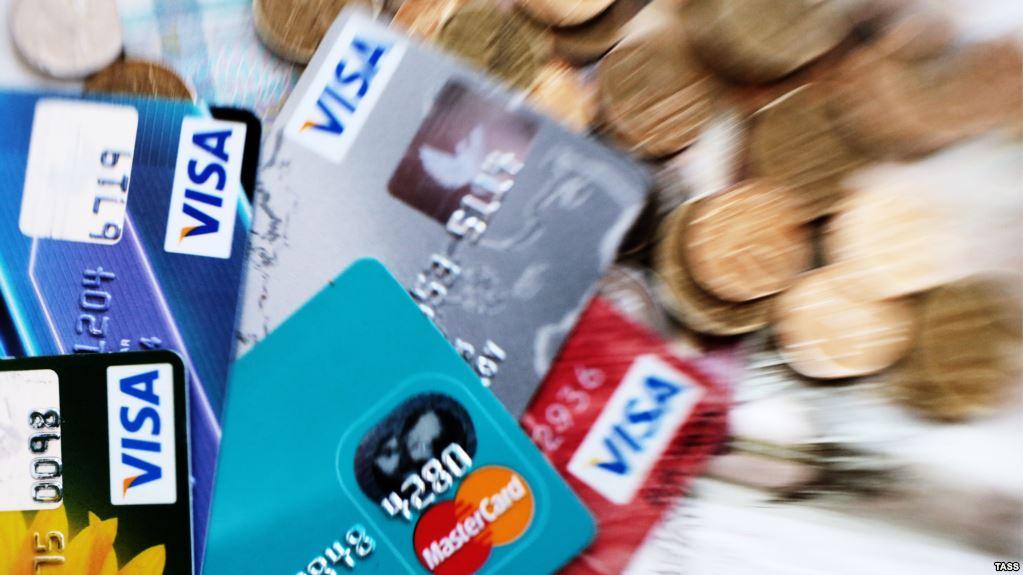 Kredi deri në fyt, kosovarët me rreth 3 miliardë euro borxh në banka