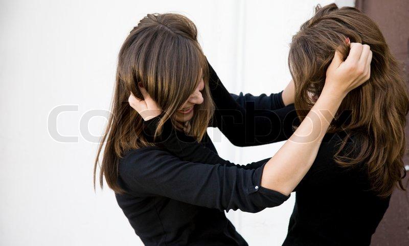 Rrahje mes dy familjeve në Prizren, përfshihen edhe gratë
