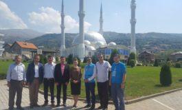 """Ambasadorja Turke viziton xhaminë """"muderris Rexhep Ismaili"""" në Bresanë"""