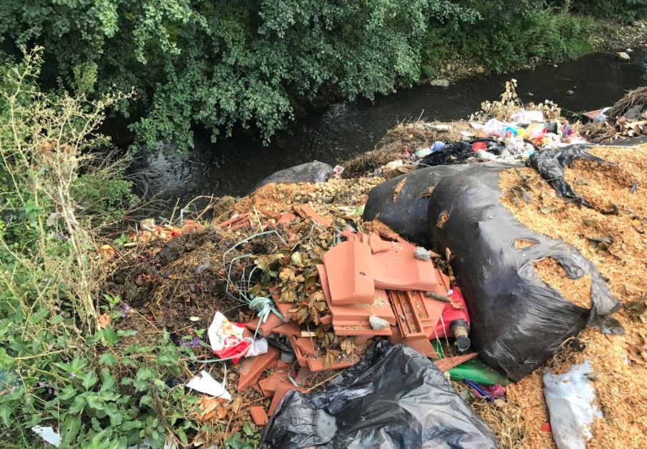 Dragashi i mbytur nga bërlloku e papunësia (Foto)