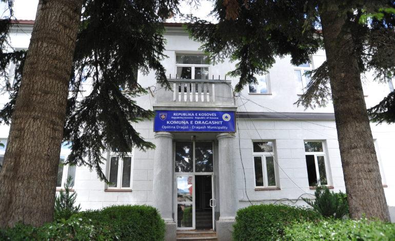 Dragash – Nusja punësohet në shkollën, drejtor ka vjehrrin e saj