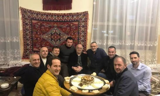Opojanët e Prishtinës rreth sofrës të përbashkuar!