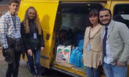 """Unioni Studentor """"FAMA"""" dega në Prizren ndihmon disa familje skamnore me pako ushqimore"""