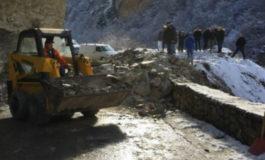 Rrëshqitje gurësh në rrugën Restelicë-Dragash (Foto)