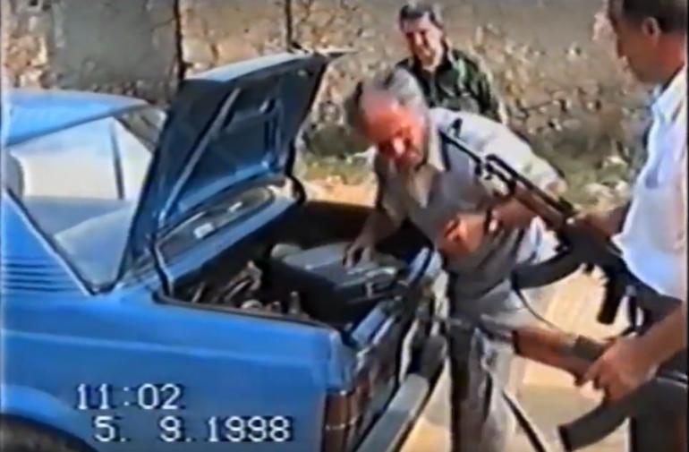 1998, policia serbe me përfaqësuesit e fshatit Brezne (Video)