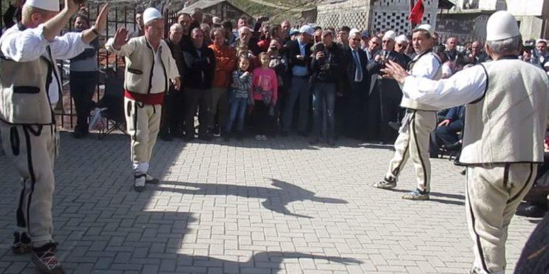 Nga Opoja në 'Karnavalet Ilire' të Bozovcës së Malësisë së Sharrit (Video)