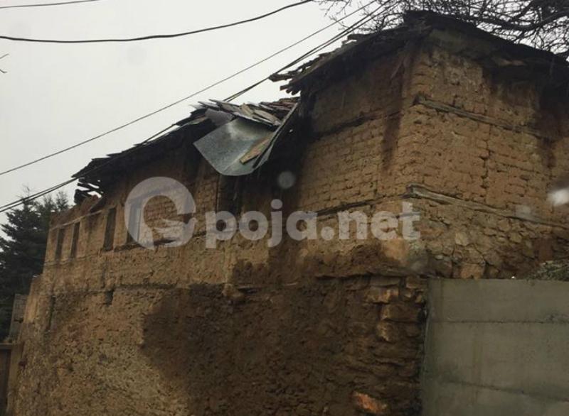 Shtëpia që po i rrezikon banorët e fshatit Zym!