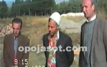 Viti 1998, përfaqësuesit e Zaplluxhes dorëzojnë dy pistoleta te MUP-i serb (Video]