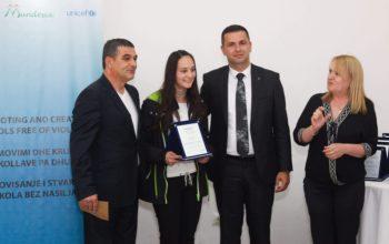 Ceremonia e shpërndarjes së shpërblimeve për nxënësit fitues të garës së eseve
