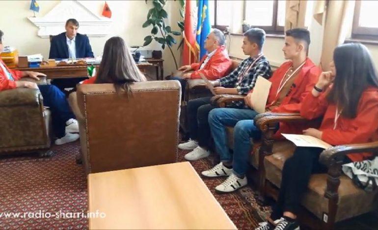 Shaban Shabani priti sportistët e shkollës së Llopushnikut (Video)