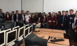 """Ministria e Zhvillimit Ekonomik ndihmon gjimnazin """"Ruzhdi Berisha"""" me kompjuterë e pajisje teknologjike"""