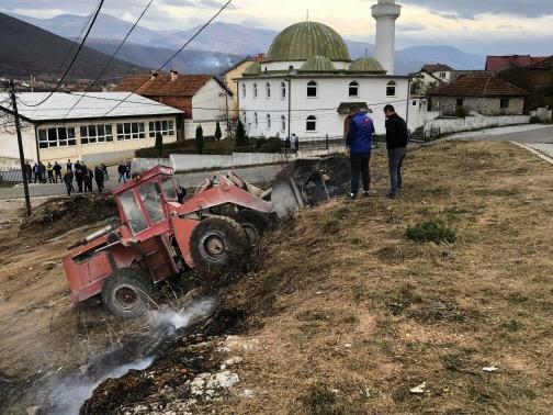 Mërgimtari nga Zvicra merr iniciativë për ta pastruar fshatinë (Foto)