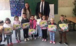 Drejtori Flurim Çengaj vizitoi paralele  në Rrenc, prezenton edukatoren e re