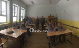 Dhurohen donacion banka dhe karrika për nevojat e nxënësve të shkollës Fetah Sylejmani, Dragash