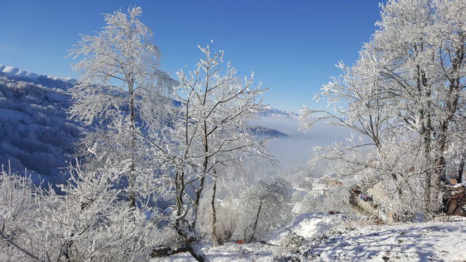 Vikendi në Kosovë i ftohtë e me borë