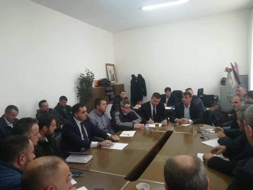 Kryetari i Komunës takohet me përfaqësuesit e Këshillit të Prindërve dhe drejtorët e shkollave, diskutohet për grevën